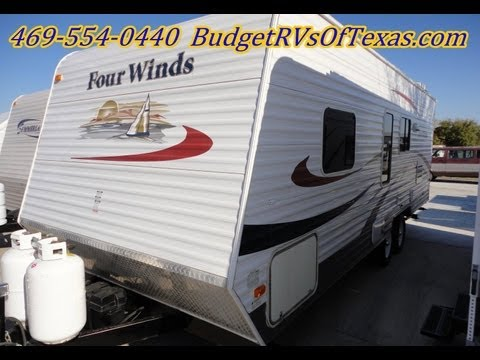 Four winds 25ft bumper pull travel trailer that is perfect for the family camping trips this summer