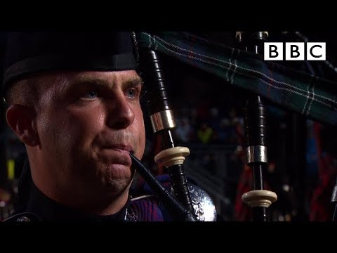 The massed pipes and drums   edinburgh military tattoo - bbc
